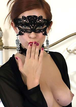Blindfold XXX Pictures