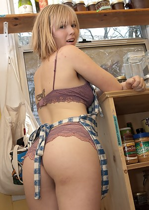 Housewife XXX Pictures