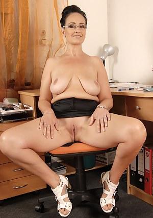 Saggy Tits XXX Pictures